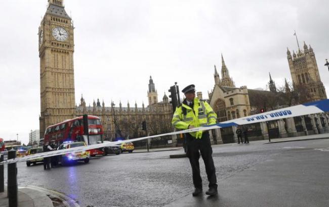 Локдаун. В Лондоне за руль скорых сели полицейские и пожарные