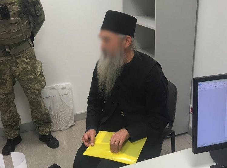 """В аэропорту """"Борисполь"""" задержали священника с поддельным паспортом"""
