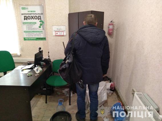 В Первомайске сотрудник пункта кредитования устроил «ограбление», чтобы скрыть хищение из кассы денег, которые он пустил на ставки