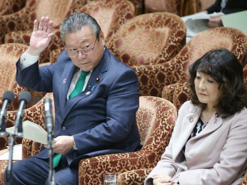 Министр кибербезопасности Японии не пользуется компьютером. И не знает, что такое USB