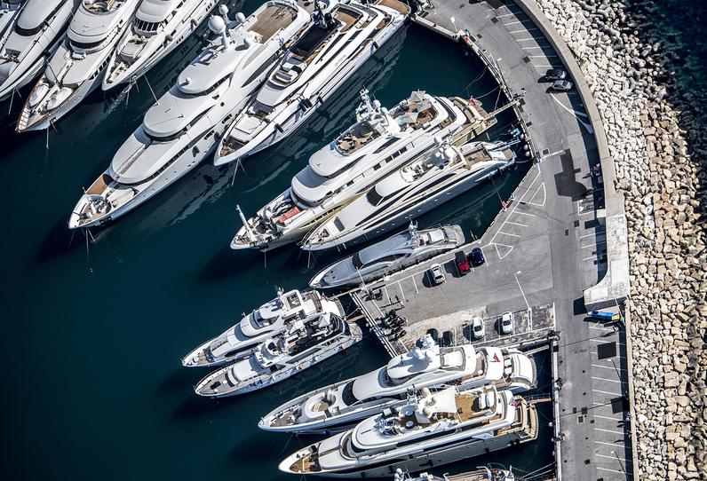 Российские миллиардеры распродают свои яхты