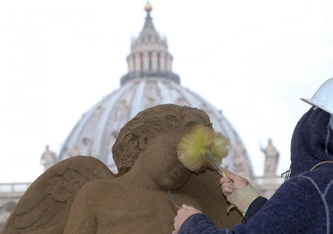 В Ватикане создали рождественский вертеп из 720 тонн песка