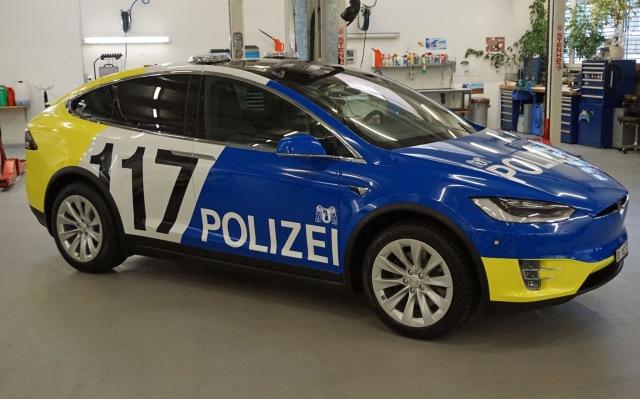 Швейцарская полиция пересядет на новые автомобили Tesla