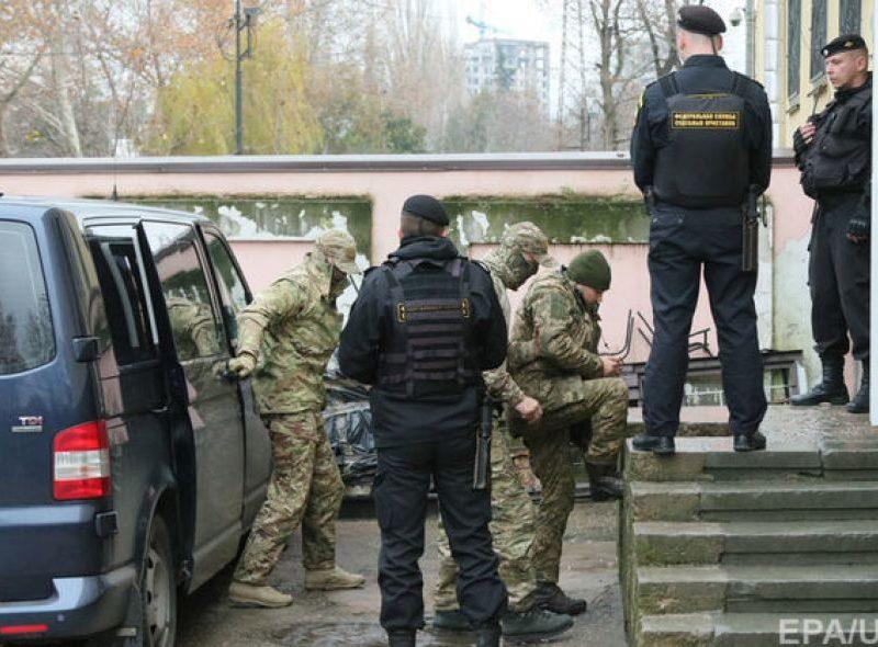 Россия официально уведомила, что захваченные в Керченском проливе украинские моряки – в Москве. И пообещала пустить к ним консула