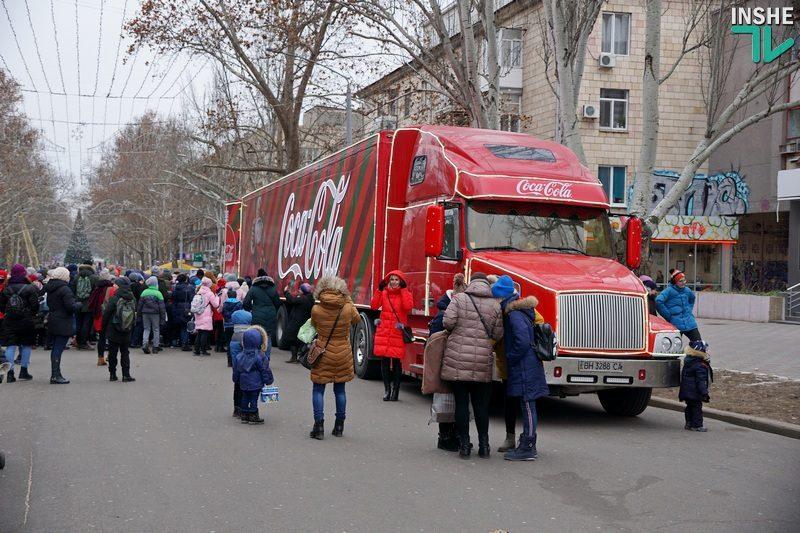 Свято наближається. Когда приезд грузовика в Николаев стал культурным событием