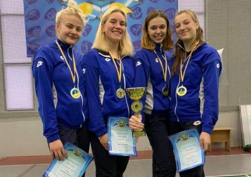 И в личном, и в командном зачете: юные николаевские рапиристы и саблисты стали чемпионами Украины