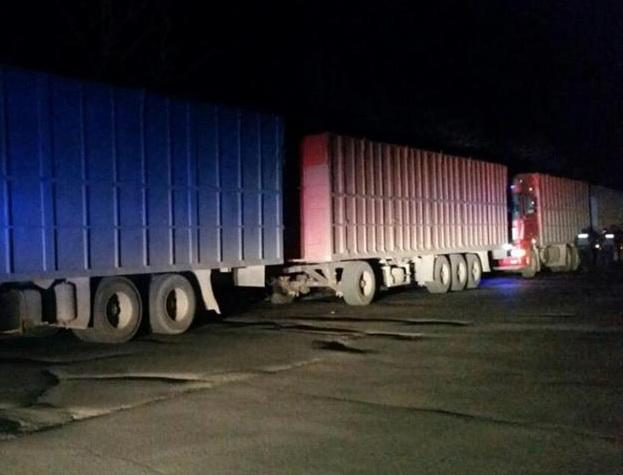 Грузовики в промзоне Корабельного района уже в течение нескольких дней создают транспортный коллапс