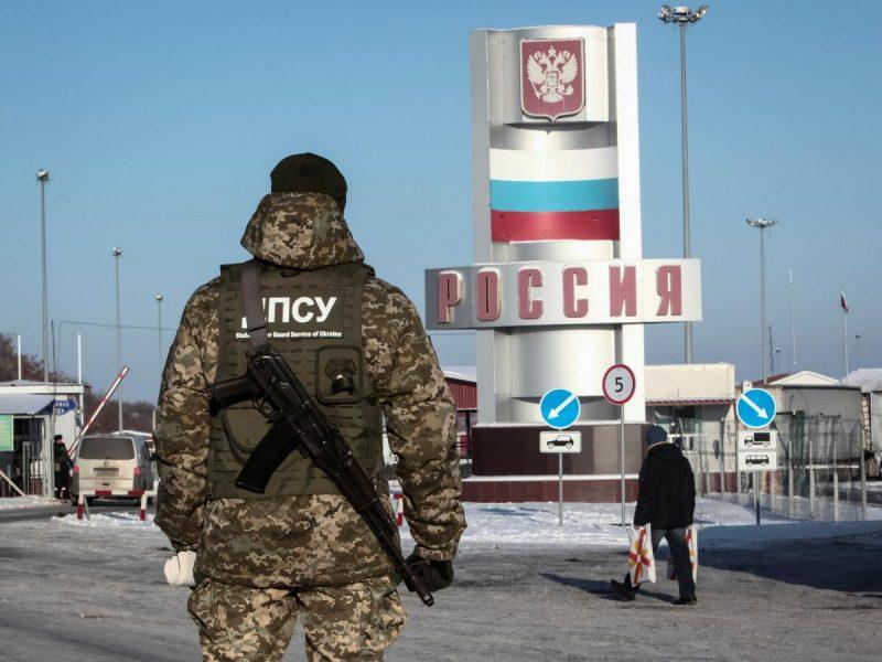 Россия с понедельника закрывает свои границы из-за коронавируса