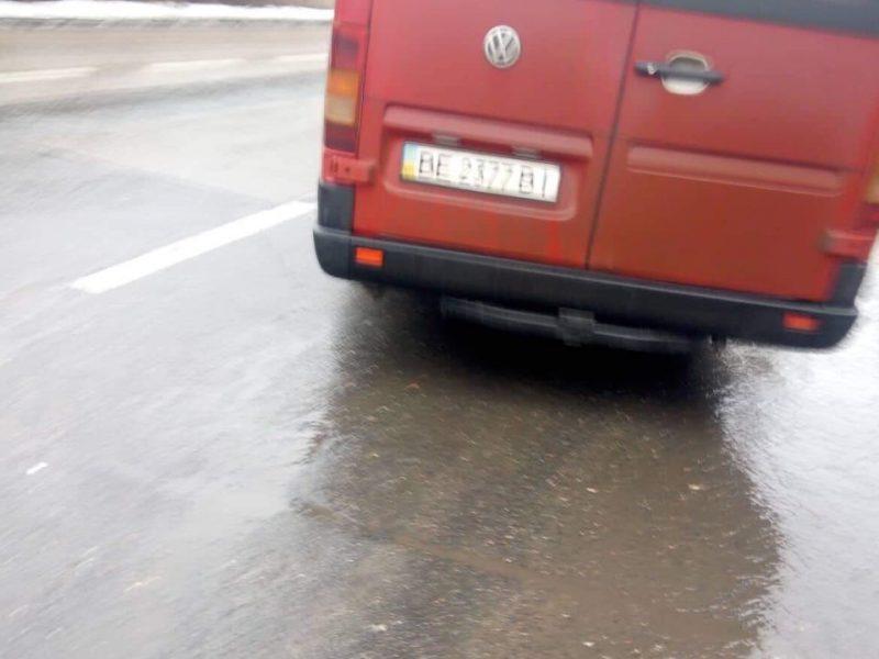 Из-за водителя маршрутки в Николаеве получили ушибы мама с ребенком. При этом маршрутчик высадил их, не оказав помощи