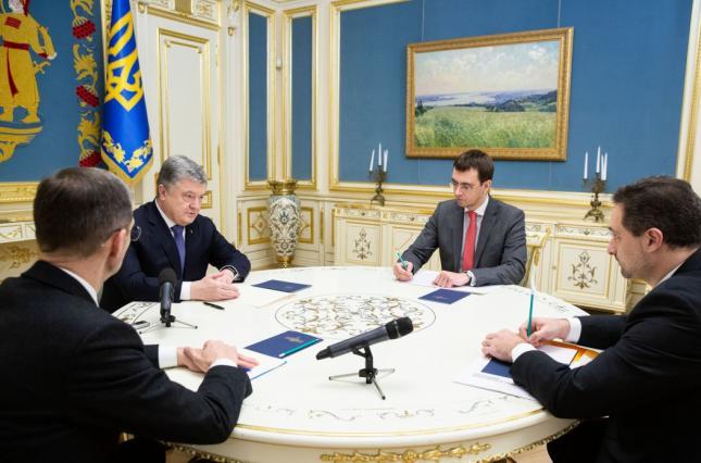 Президент настоятельно советует главе Укрпочты уменьшить свою зарплату и обеспечить работу почтальонов в селах