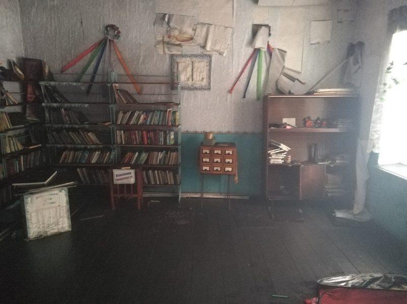 На Николаевщине горел неработающий дом культуры – пожарные библиотеку спасли