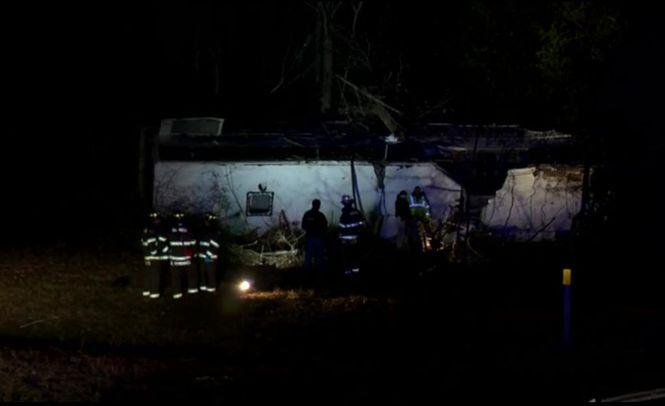 В США автобус с детской футбольной командой попал в ДТП: есть погибший и десятки пострадавших