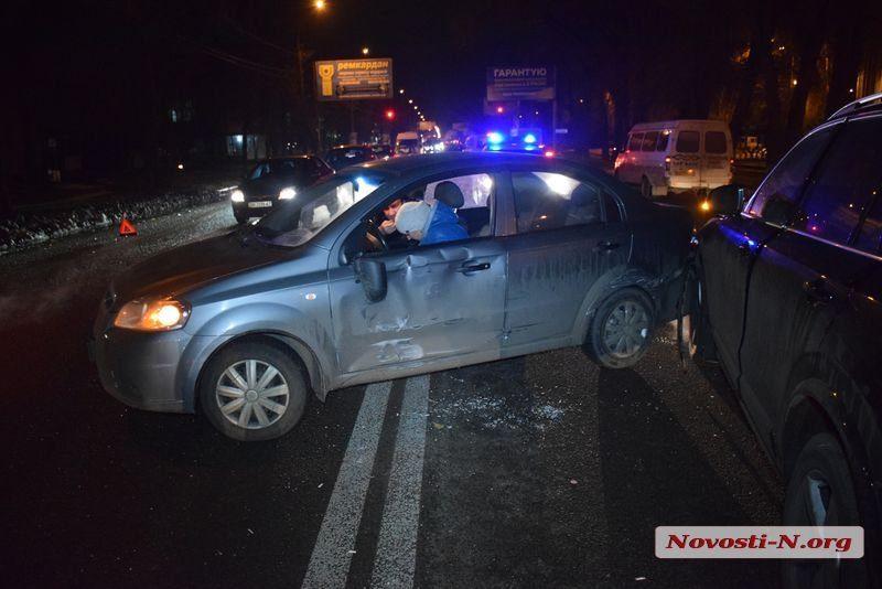 В Николаеве возле «Зари» столкнулись три автомобиля. Возникла пробка
