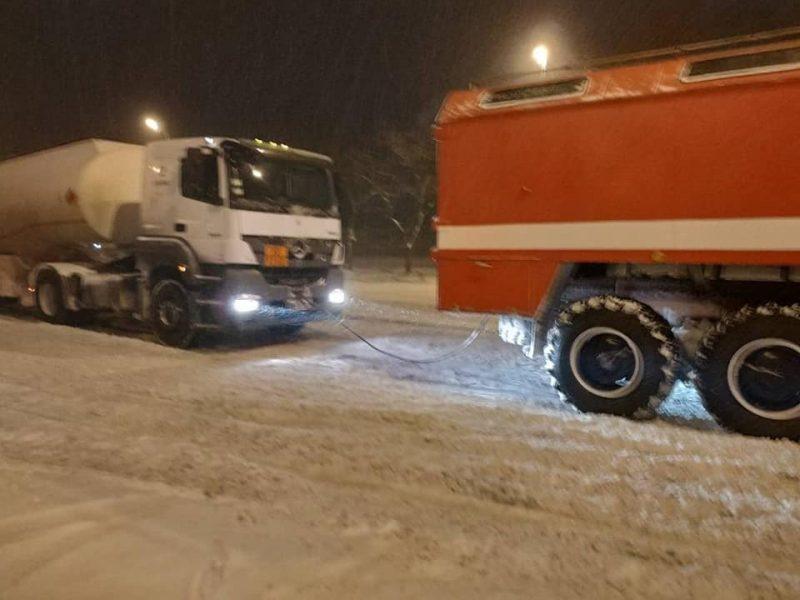 """В Укравтодоре назвали """"сложные"""" регионы из-за снегопада"""