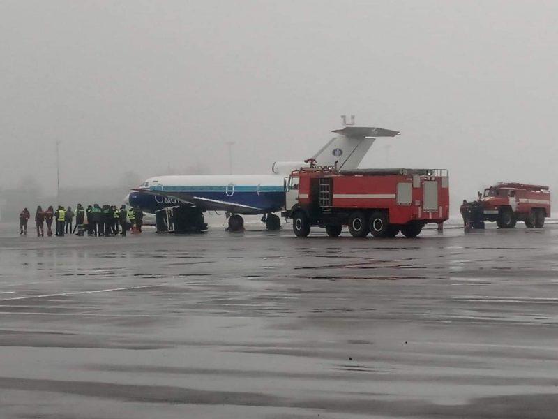 В Жулянах самолет перед вылетом в Одессу столкнулся с генератором