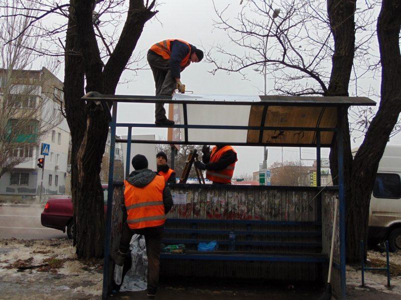 После обращения горожанки «Николаевэлектротранс» восстановил крышу на остановке «Авангардная»