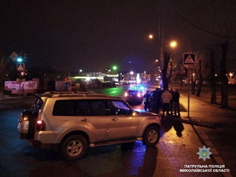 В Николаеве один водитель проигнорировал красный свет, а второй управлял автомобилем «под мухой». На перекрестке они «встретились»