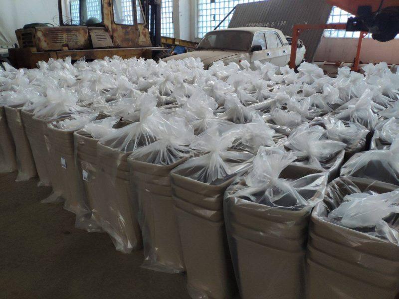 Сюрприз к Николаю. Более 2 тысяч новеньких контейнеров для раздельного сбора мусора отправятся в школы и больницы Николаева
