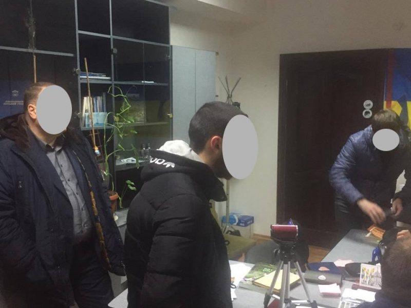 В кабинете начальника управления Департамента ЖКХ Николаева провели обыск. Его подозревают в систематических «откатах»