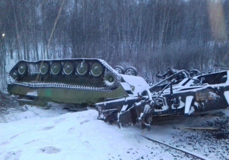 ОБНОВЛЕНО. Эшелон с танками сошел с рельсов в России. Возможно, это техника с Донбасса