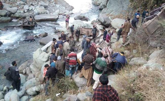 На севере Индии из-за падения автобуса в ущелье погибли 11 человек