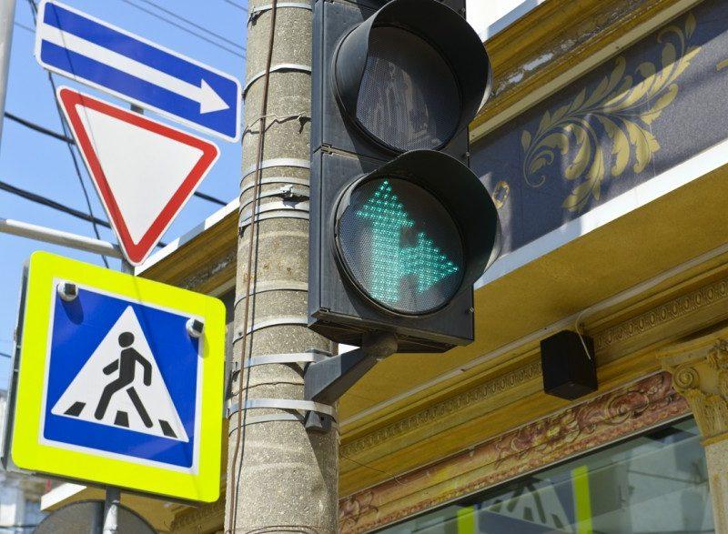 Департаменту ЖКХ поручили исправить стрелку на светофоре возле «Эпицентра», что на Херсонском шоссе
