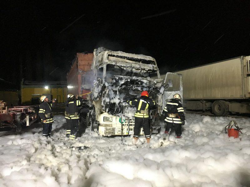 В Николаеве водитель грузовика сгорел вместе с автомобилем