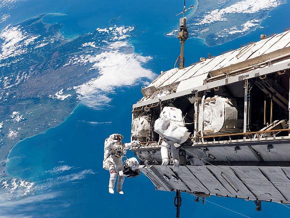 В РФ хотят следить за космонавтами на МКС, но камеры установить нет времени