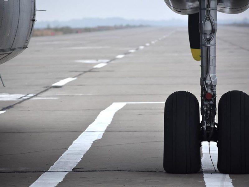 В России во время посадки обвалился трап самолета с людьми