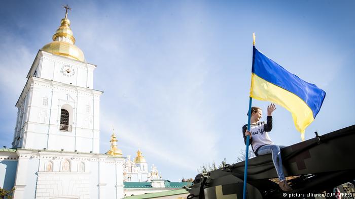 За год укрепилась гражданская идентичность украинцев, но русский язык многим стал роднее, — результаты исследования