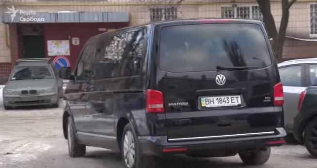 Зеленского в поездках сопровождает микроавтобус, принадлежащий компании Коломойского