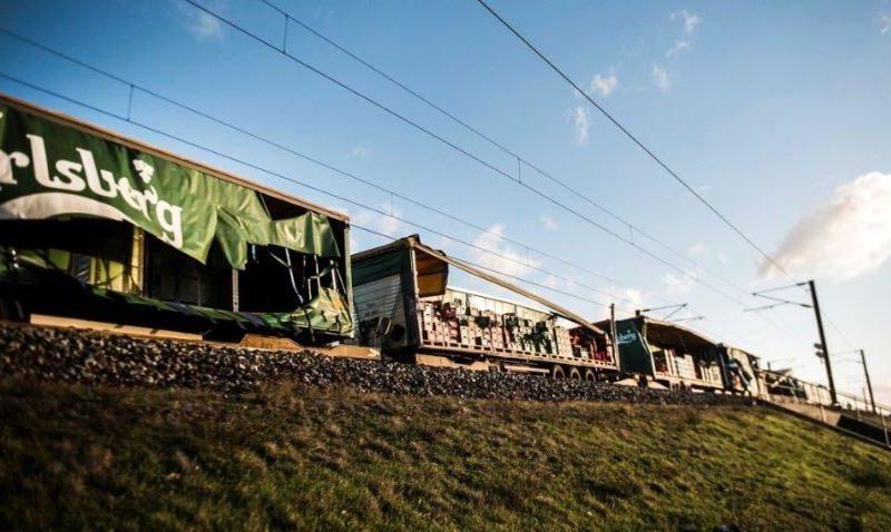 На мосту в Дании столкнулись два поезда, шесть человек погибших