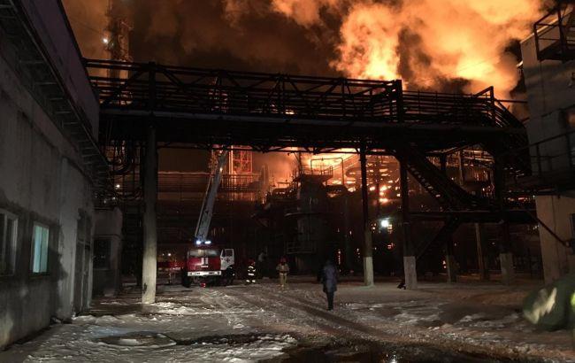 В Калуше горит завод «Карпатнефтехим»: спасатели заявляют, что факельное горение пирогаза локализовано