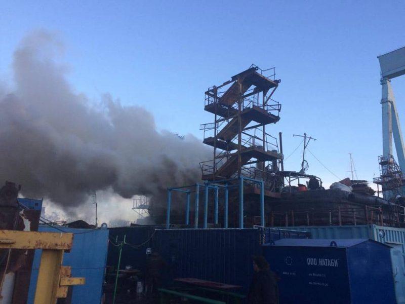 В Николаеве на «ЧСЗ» был пожар – на стапеле горел буксир