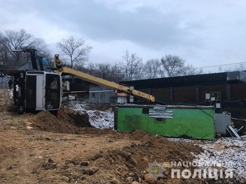 """В Одессе на местном пляже """"Ланжерон"""" рухнул строительный кран – погиб рабочий"""