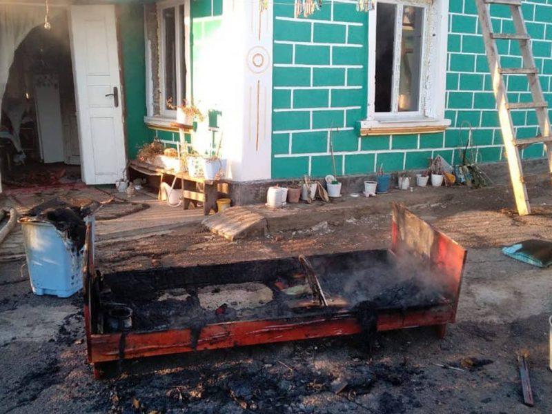 Сначала загорелась постель: на Николаевщине тушили жилой дом