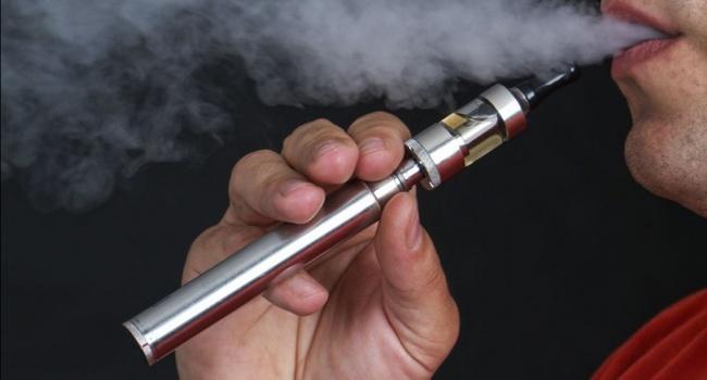 В США пришлось тушить пожар в самолете, вспыхнувший из-за электронной сигареты