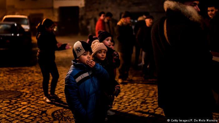 У каждого свои традиции: на праздник Богоявления детям в португальском селе Вале-де-Салгейро позволяют курить