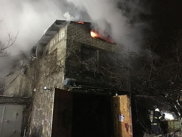 Из-за короткого замыкания в Николаеве загорелся трехэтажный жилой дом