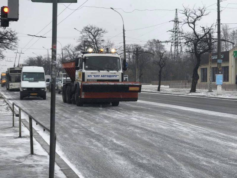 Мэр Николаева попросил звонить, если где-то не расчищены дороги, и дал номер телефона