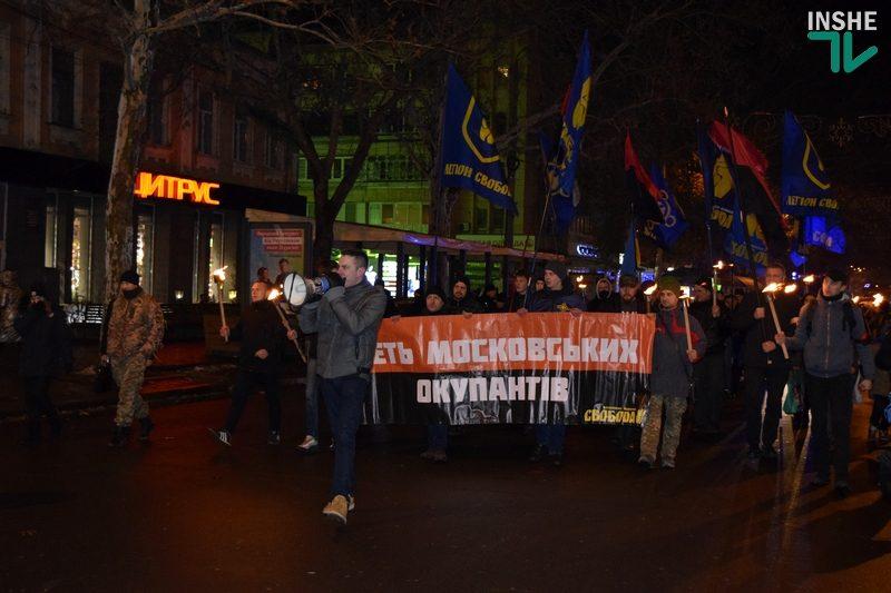 Это не траурное мероприятие: в Николаеве прошло традиционное факельное шествие в память боя под Крутами