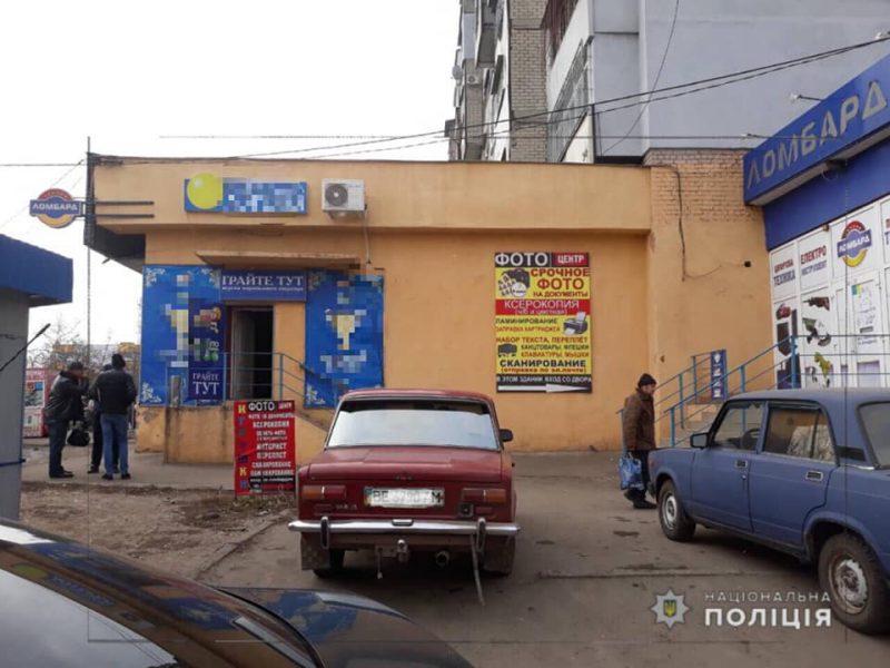 В Николаеве с оружием напали на зал игровых автоматов – ранен один человек. В области введена специальная полицейская операция «Сирена»