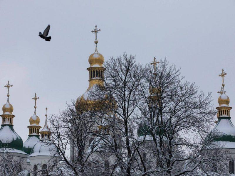 В украинскую поместную церковь перешли уже 100 приходов бывшей УПЦ МП. Южные области «пасут задних»