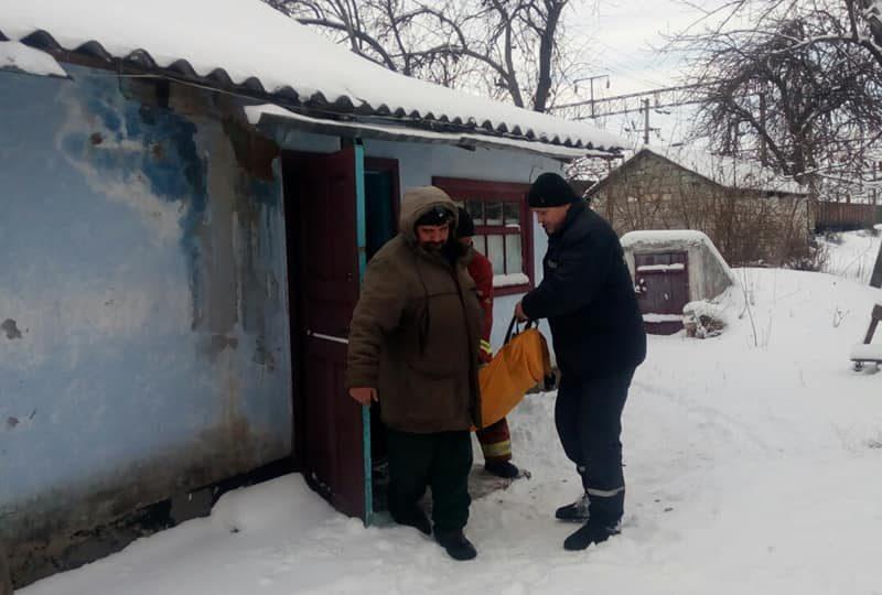 На Николаевщине, чтобы доставить женщину к карете скорой помощи, понадобился автомобиль повышенной проходимости