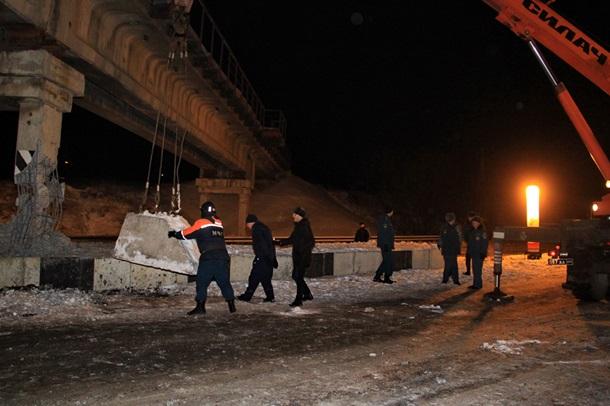 """В """"ДНР"""" заявили о подрыве опоры моста в Донецке"""