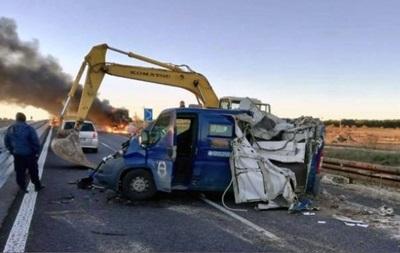В Италии грабители вскрыли машину инкассаторов с помощью двух экскаваторов