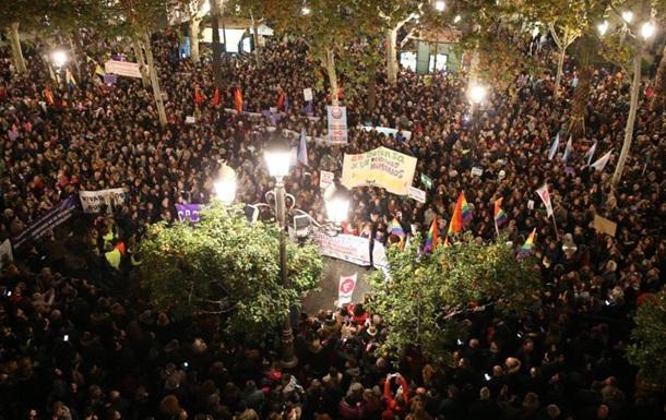 В Испании прошли массовые протесты феминисток против ультраправых