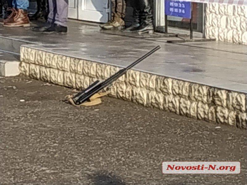 В Николаеве у здания райсуда из «Сайги» расстреляли женщину и мужчину