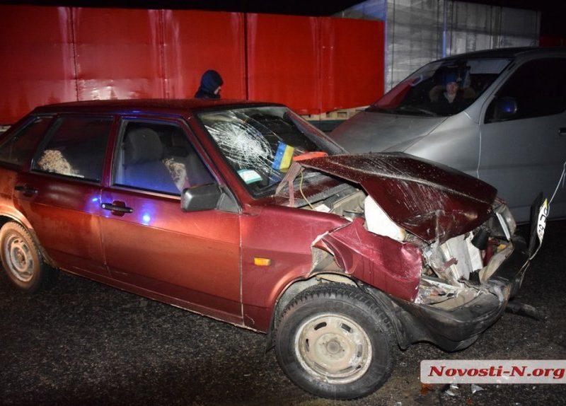 Под Николаевом столкнулись три автомобиля. Пострадали женщина и ребенок
