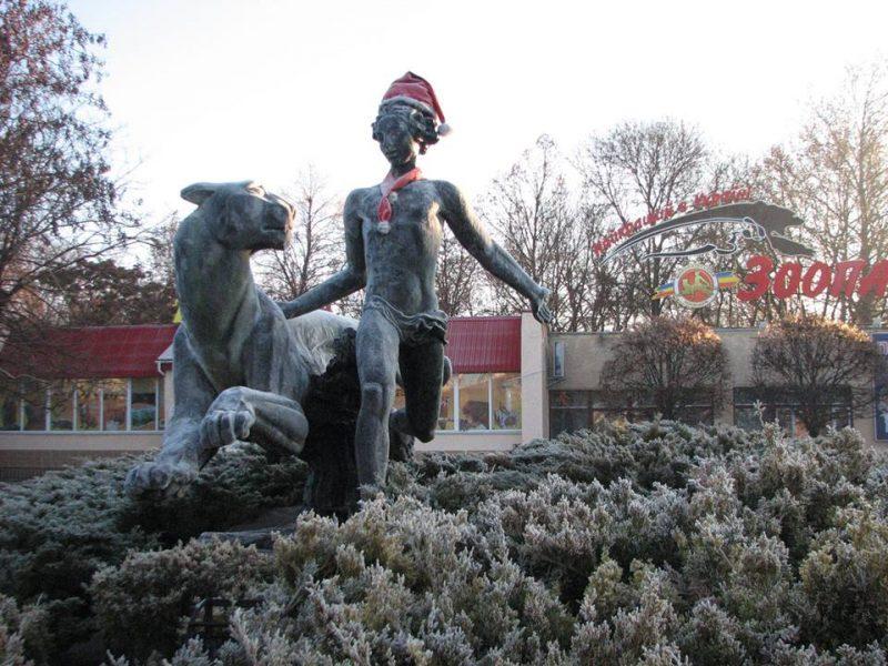 Нашлась шапка, которую стянули с памятника Маугли возле Николаевского зоопарка. Но «осадок остался»
